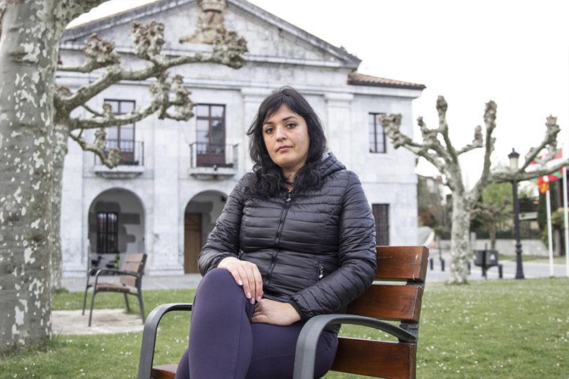 """Amelia Tiganus: """"Behi bati begietara begira lotu nituen feminismoa eta antiespezismoa"""""""